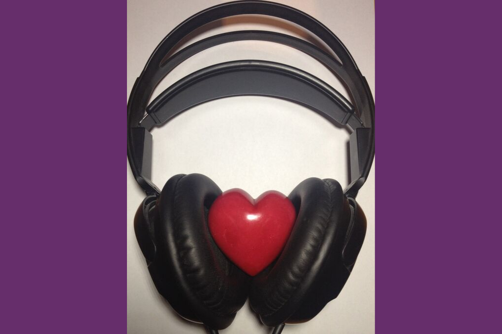 Headphones for podcasting